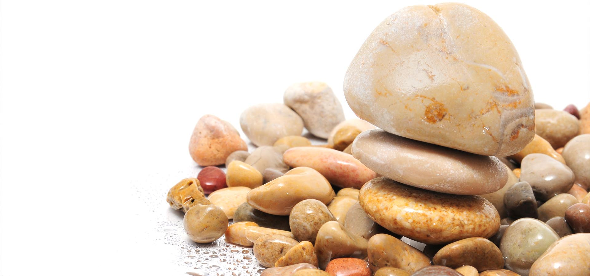 Five large pebbles that are perfect for your garden