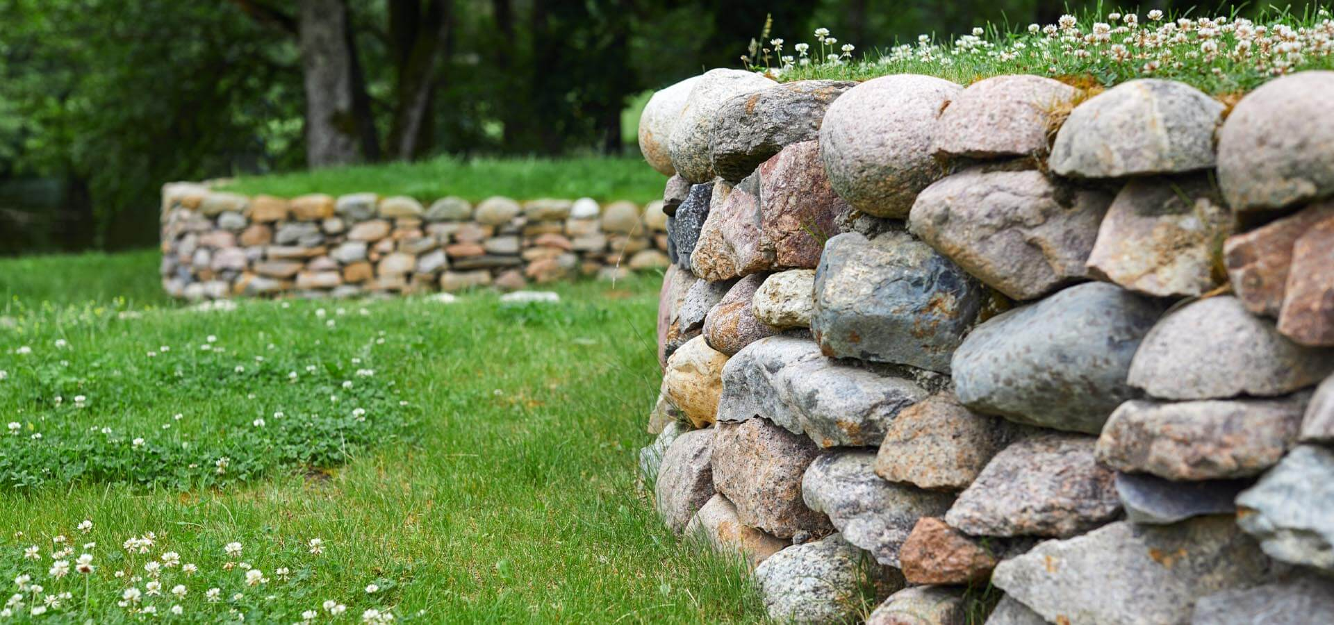 The best ways to build a rockery wall